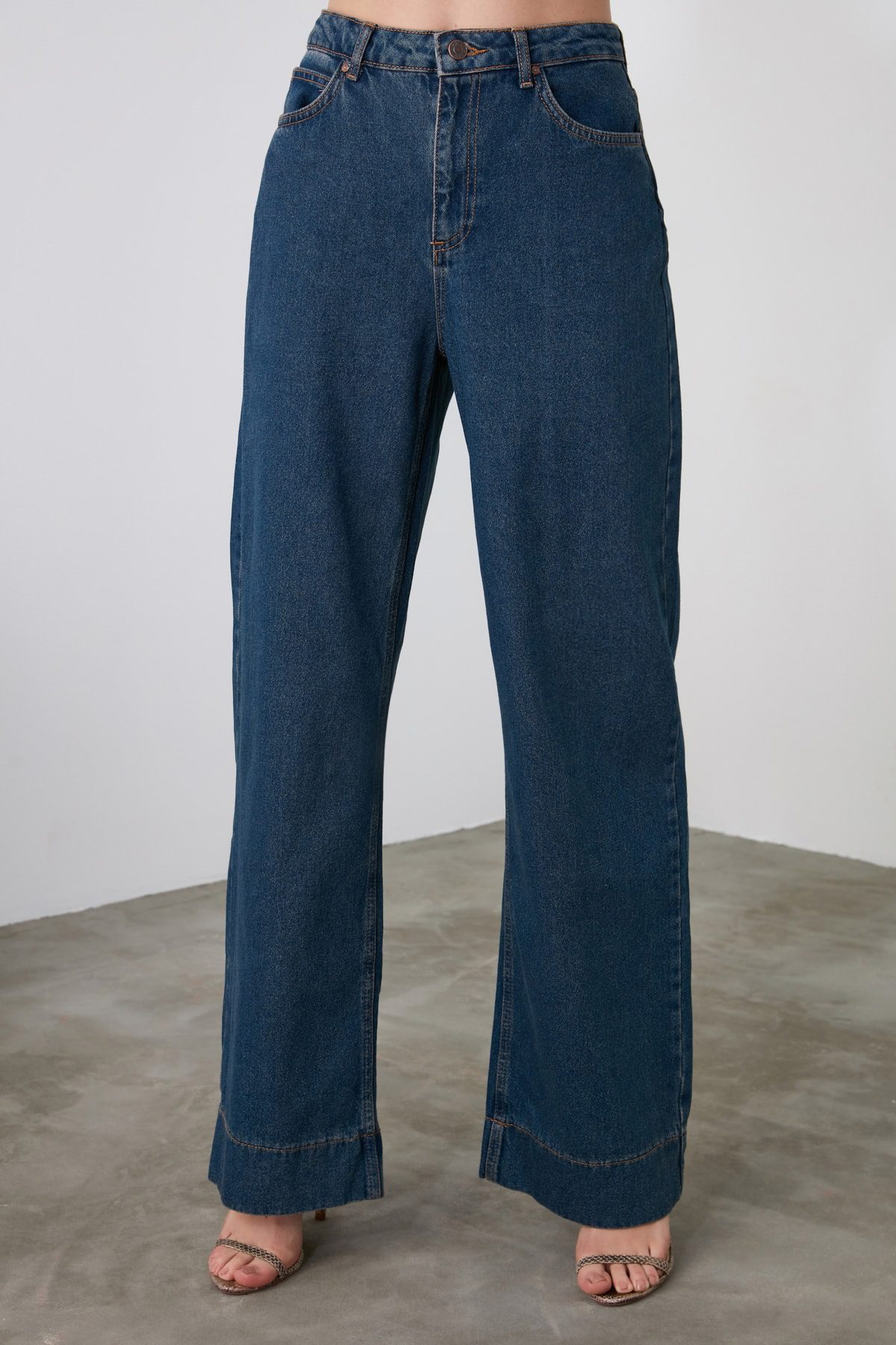 Wide Leg & High Belt  Jeans